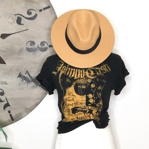 Johnny Cash guitar lyric T-shirt. Crew neck. Black